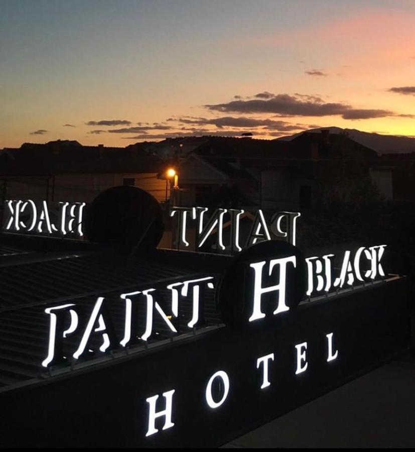 Отель Paint It Black Hotel