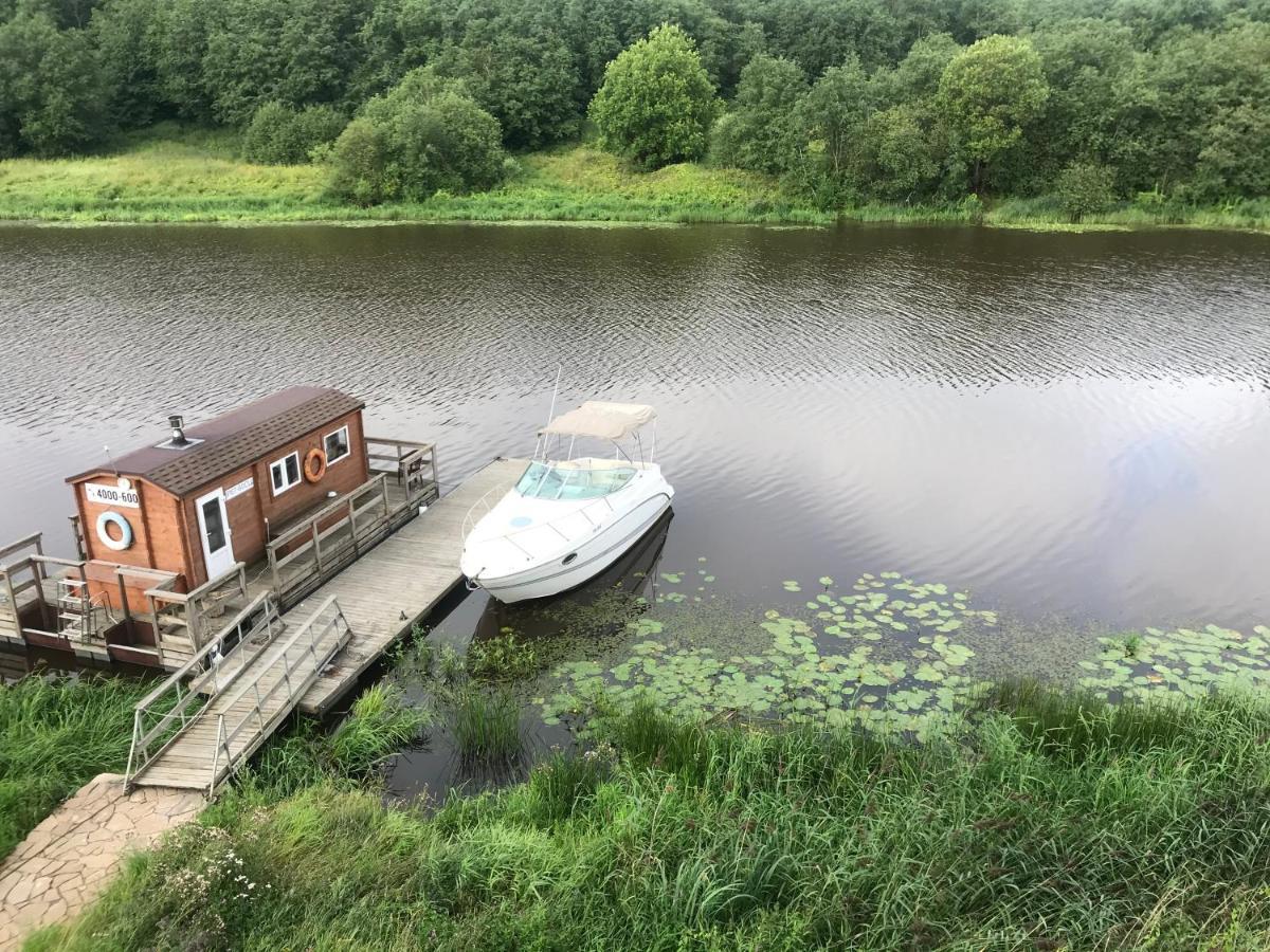 Фото  Дом для отпуска  Рыбацкая хижина на реке Тосна