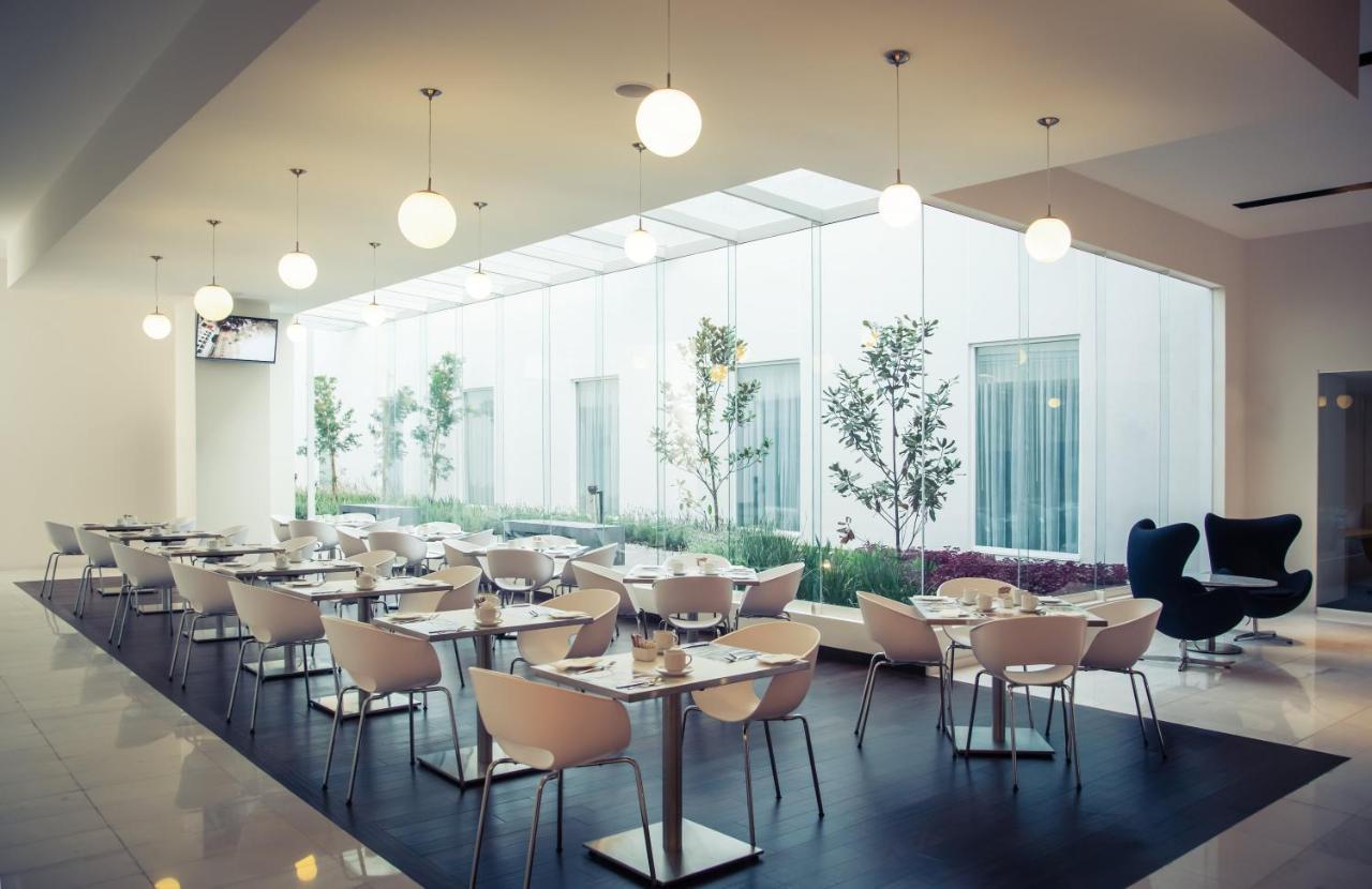 Отель  Fiesta Inn Plaza Central Aeropuerto  - отзывы Booking