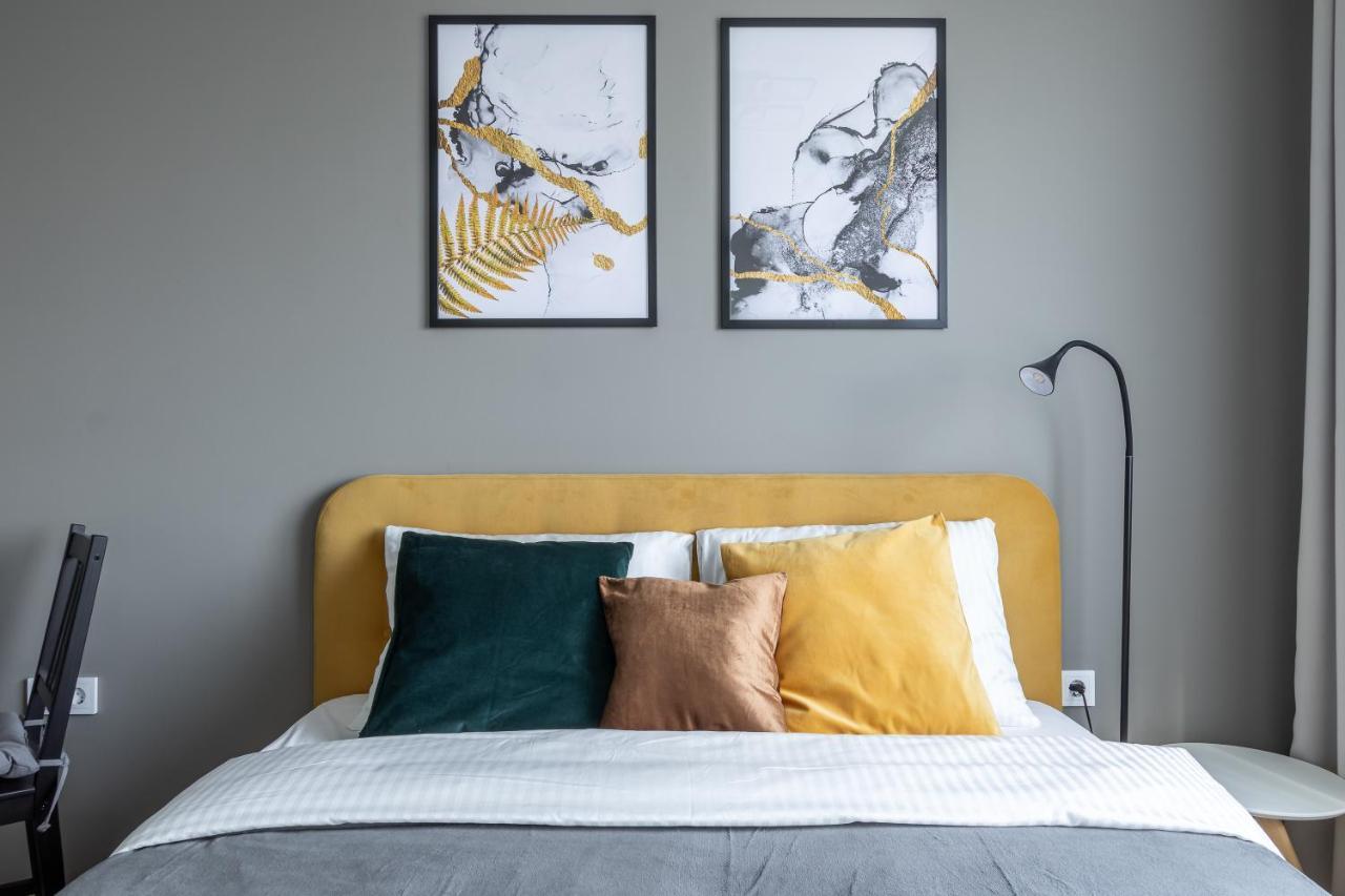 Фото  Апартаменты/квартира Желтая студия в новом доме у метро