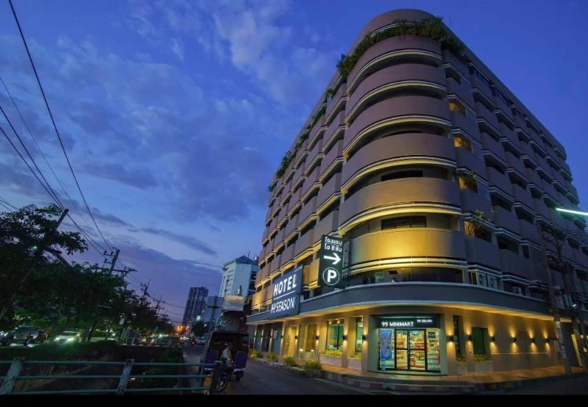 Отель  Hi Season Hotel  - отзывы Booking