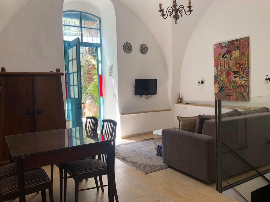 Апартаменты/квартира  One Bedroom Stone Apartment  - отзывы Booking