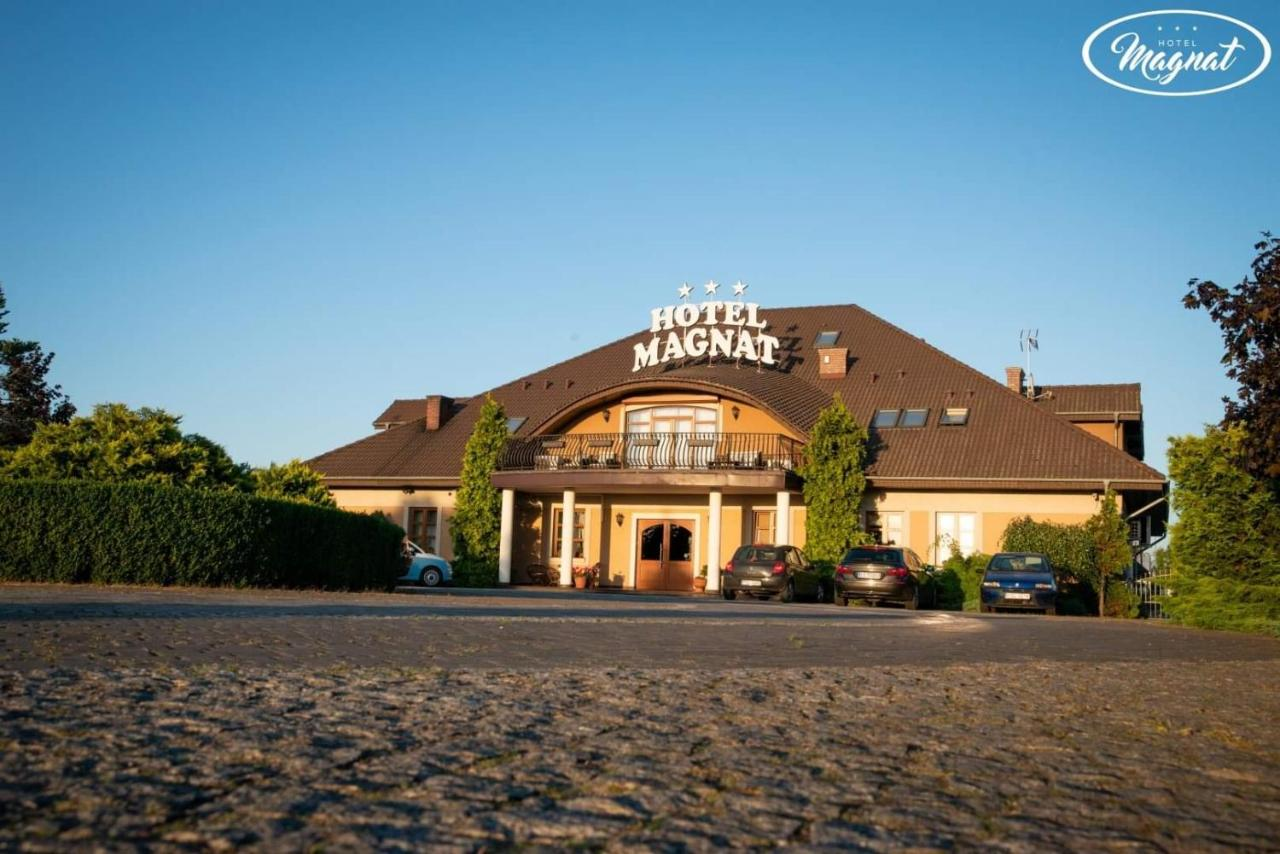 Отель  Hotel Magnat  - отзывы Booking