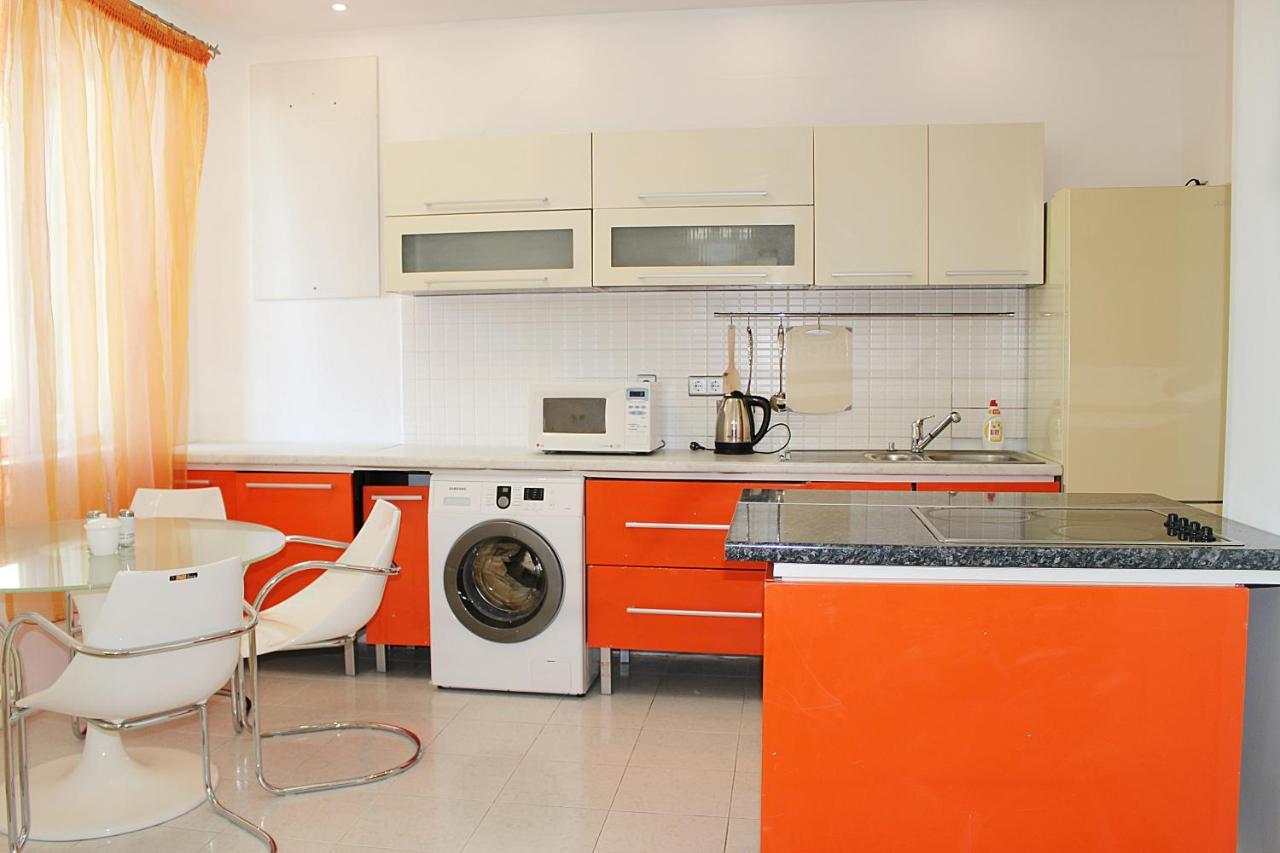 Апартаменты/квартира  Apartment On Dostyk,162