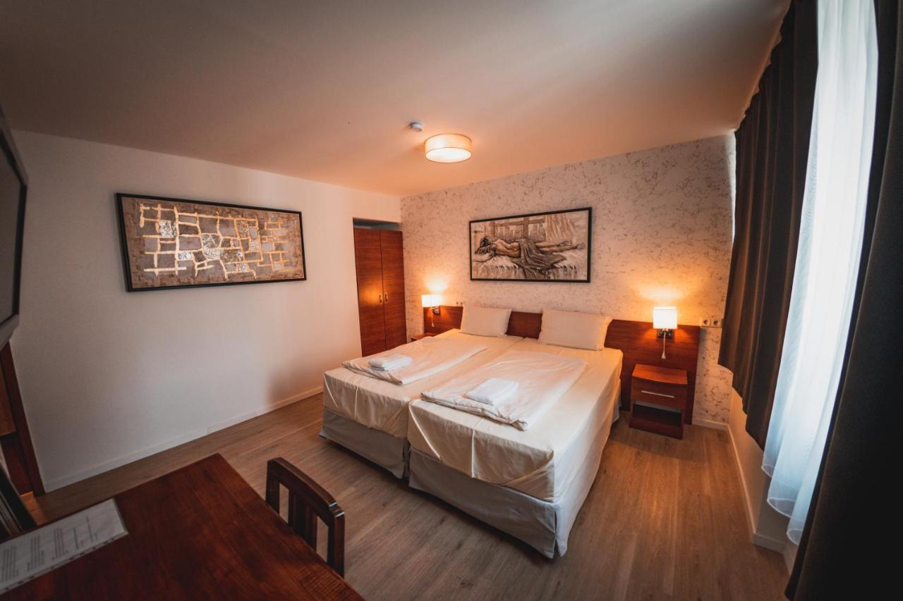 Отель  Hotel Charlton  - отзывы Booking