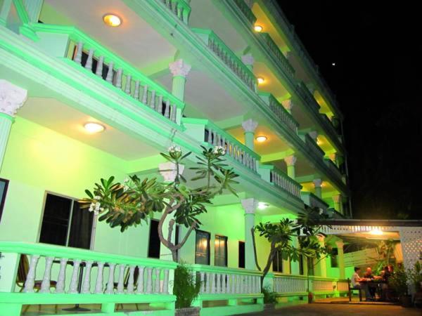 Отель  OYO 1068 NN Apartment