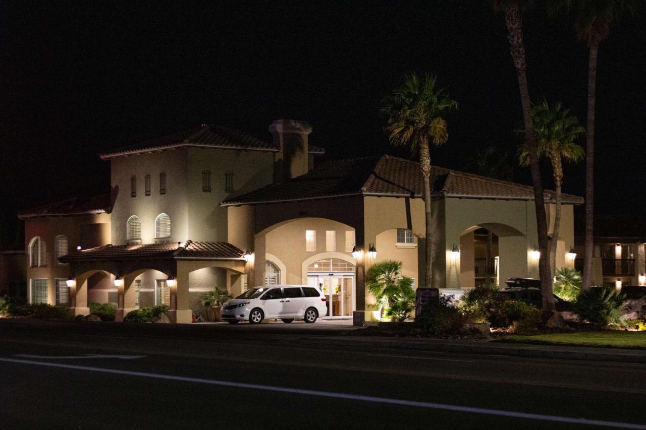 Отель  Best Western Plus A Wayfarer's Inn & Suites  - отзывы Booking