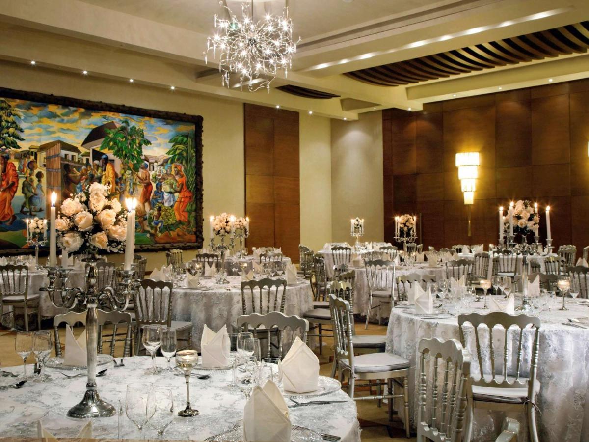 Отель  Отель  Mövenpick Ambassador Hotel Accra