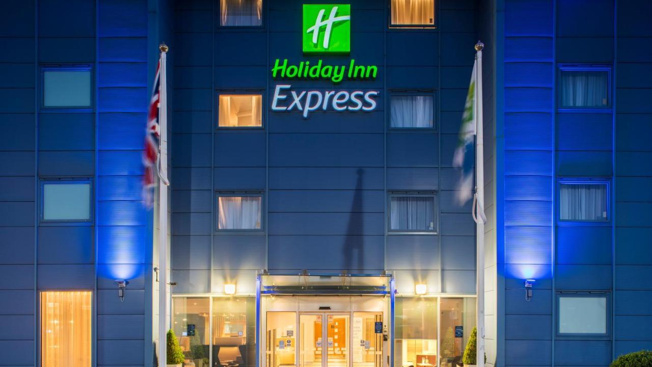 Отель  Holiday Inn Express Oxford Kassam Stadium, An IHG Hotel