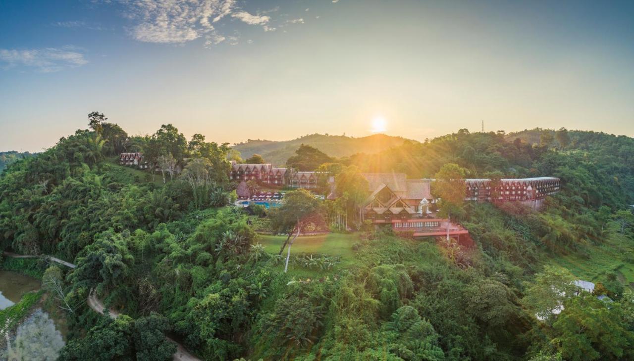 Курортный отель  Anantara Golden Triangle Elephant Camp & Resort