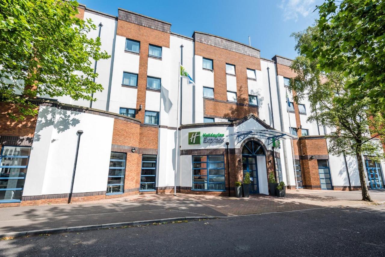 Отель  Отель  Holiday Inn Express Belfast City