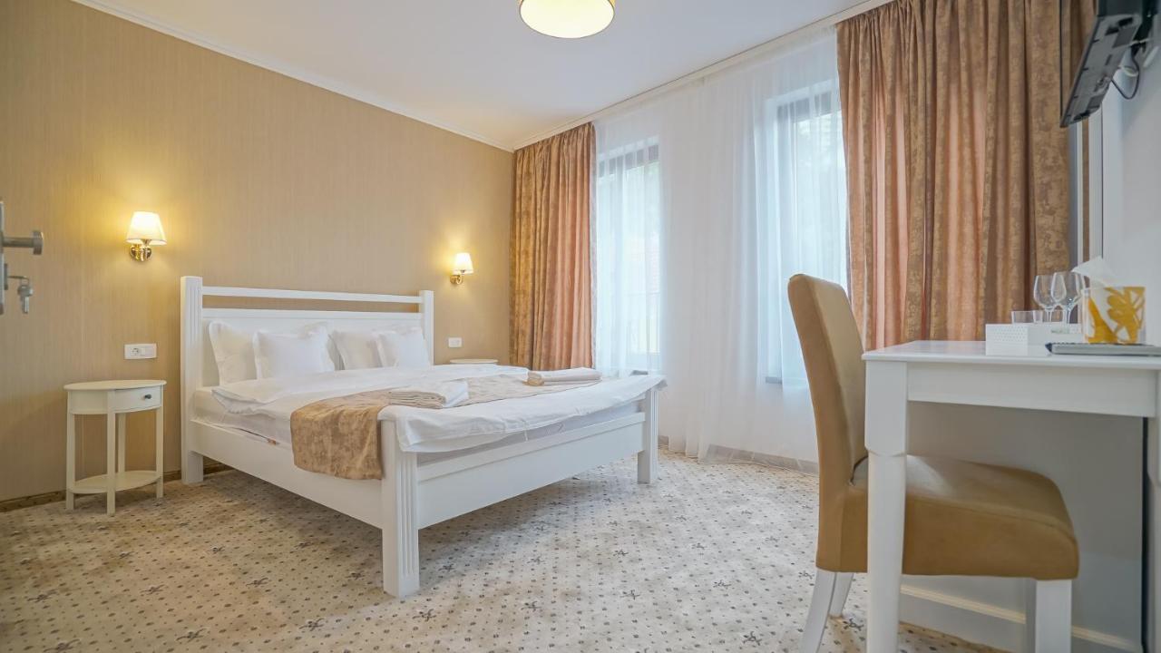 Отель типа «постель и завтрак»  Monarch House