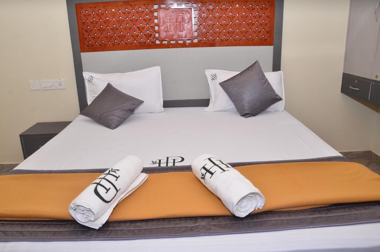 Отель  HOTEL PANCHAVARNAA  - отзывы Booking