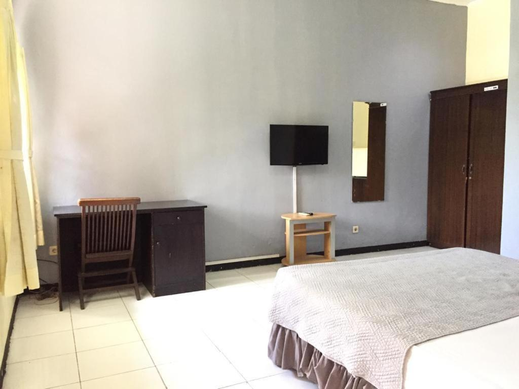 Отель  RedDoorz near RS Islam Faisal Makassar 2  - отзывы Booking