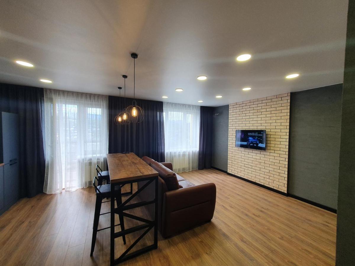 Апартаменты/квартира Уютные новые апартаменты в центре города в стиле лофт - отзывы Booking