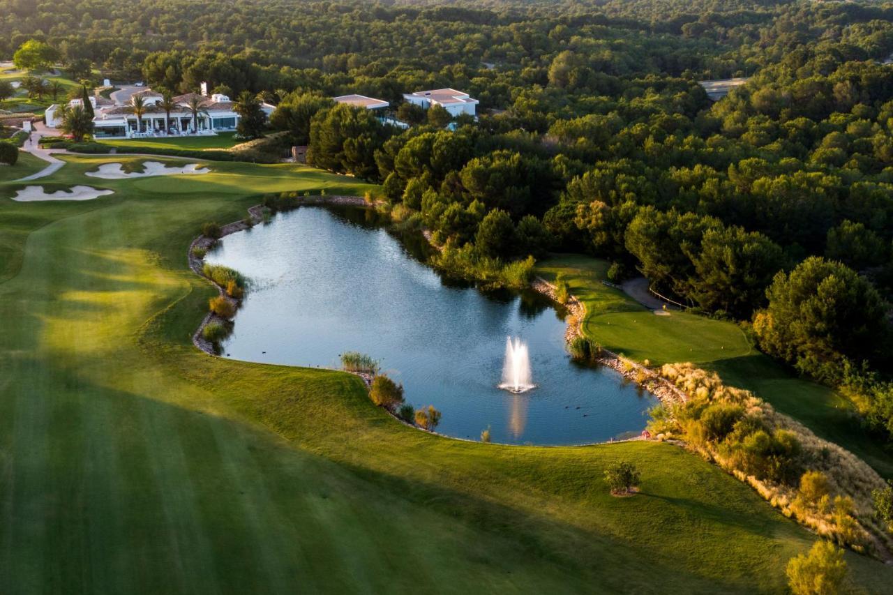 Виллы  Las Colinas Golf & Country Club Residences