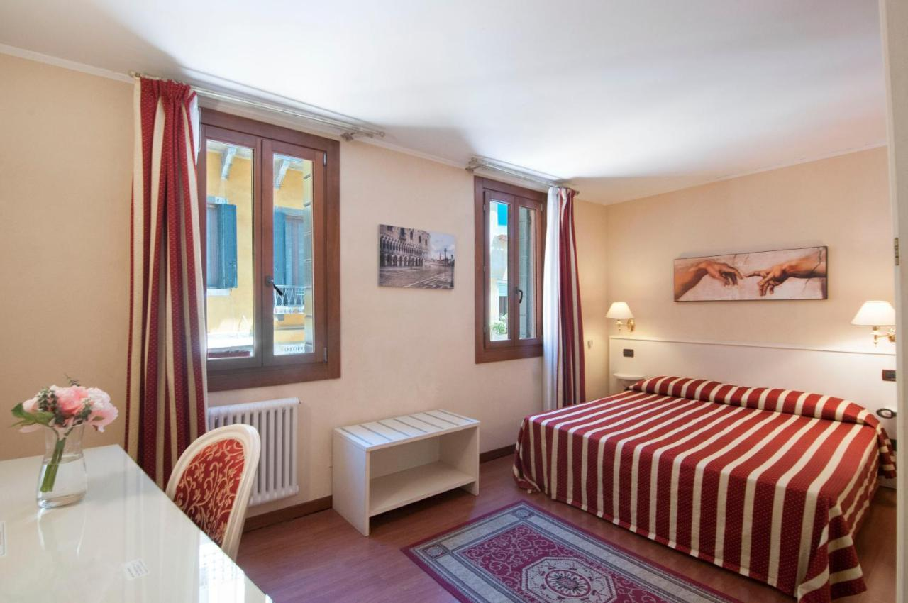 Фото Гостевой дом Venice Resorts Guest House
