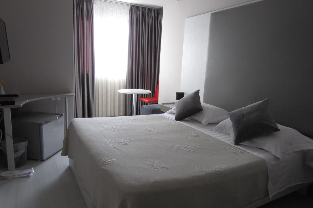 Отель  Freddy's Hotel