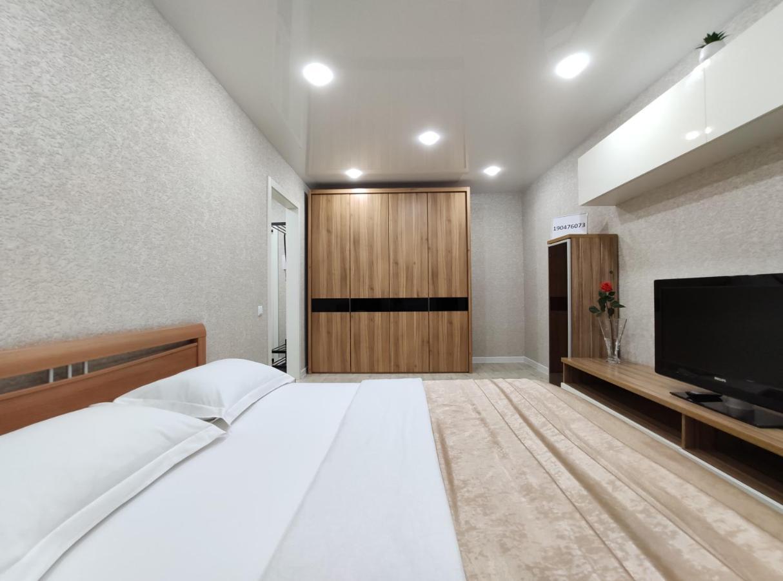 Апартаменты/квартира КВАРТИРА-LUX в центре города, Семенова, 37
