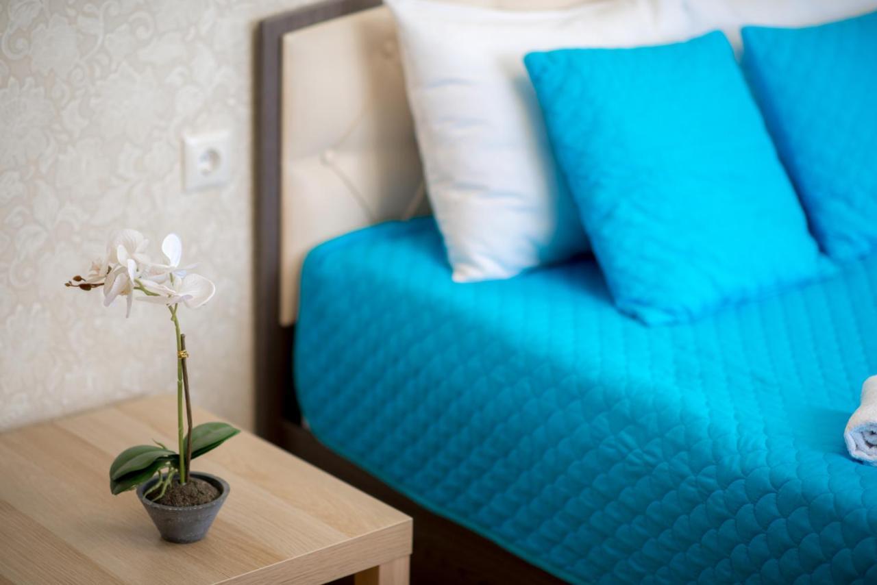 Апартаменты/квартира One Bedroom Apartment - Яркая 1-к квартира у залива от RentAp, 4 спальных места