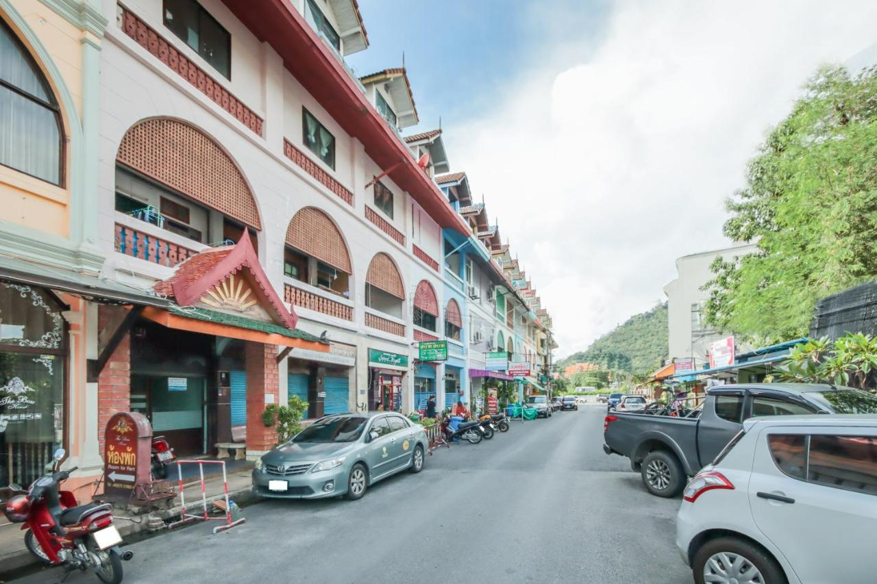 Отель  Отель  OYO 1163 Eden Hostel