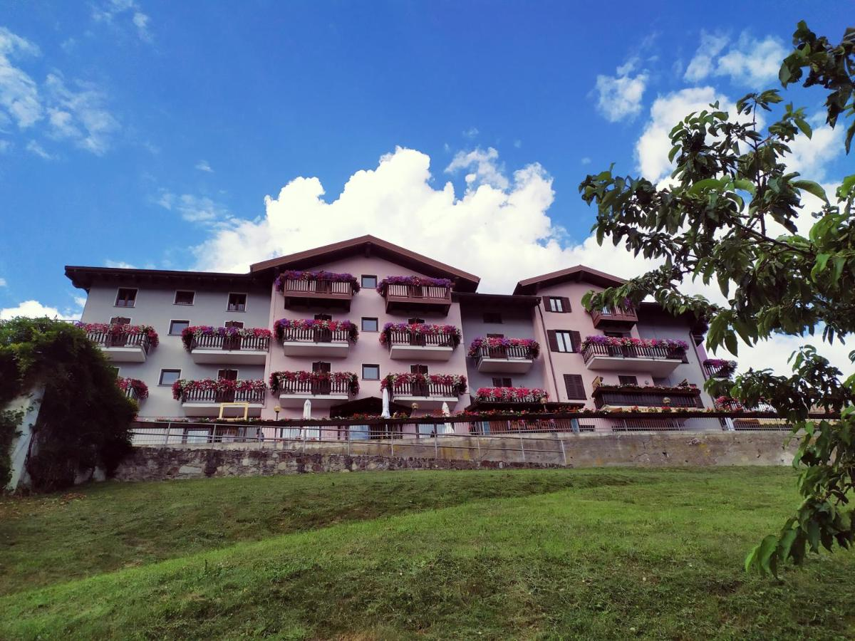 Отель  Hotel Spera