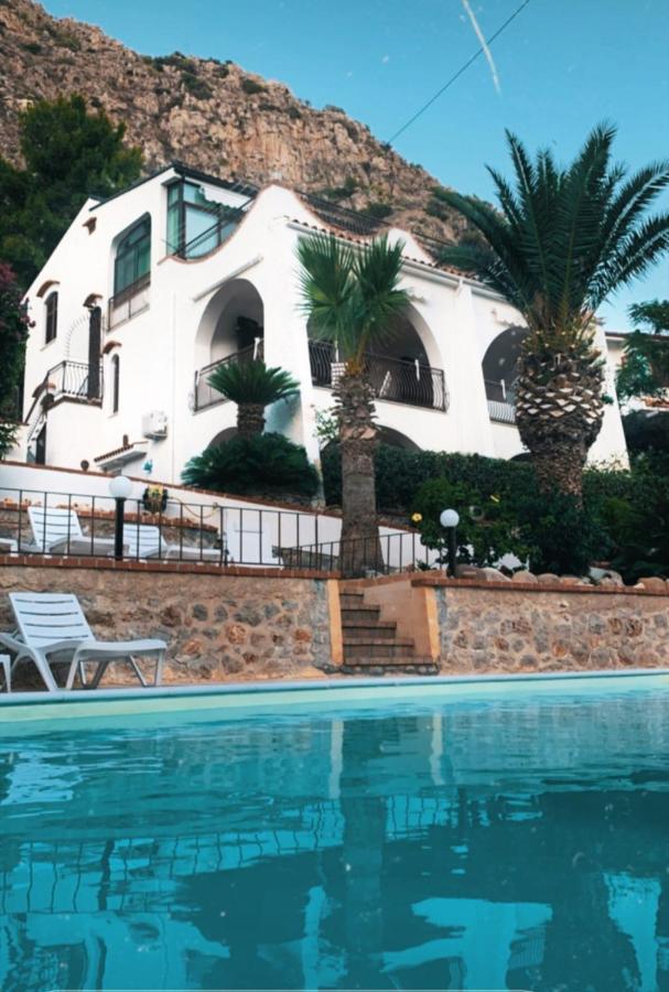 Виллы  Villa del Golfo Urio with shared swimming pool  - отзывы Booking