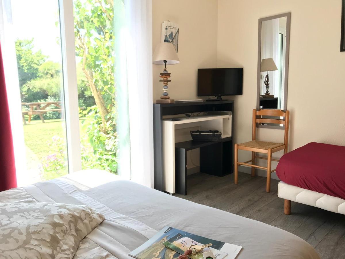 Отель  Hotel Aux Tamaris  - отзывы Booking