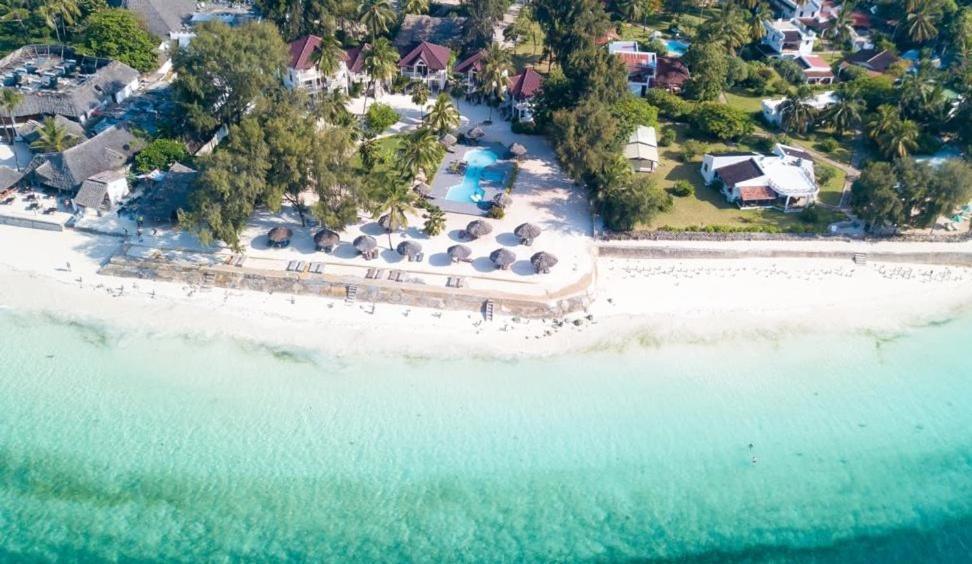 Отель  Smiles Beach Hotel