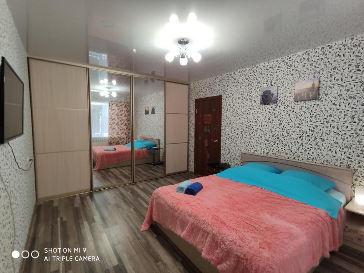 Апартаменты/квартира Квартира рядом с МНТК им Федорова, Титова 234-1 - отзывы Booking