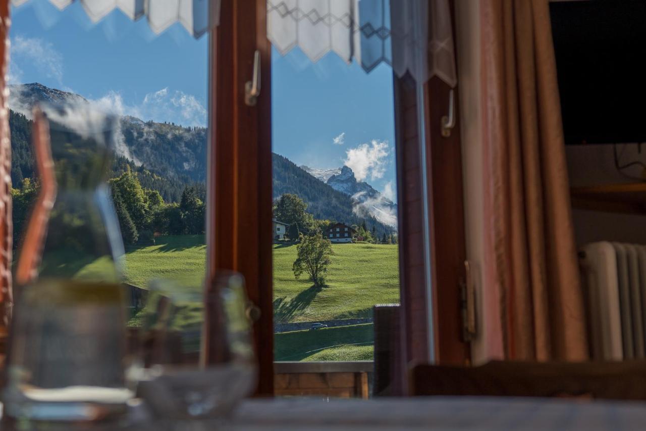 Gew/ächshaus 145 x 141 x 147//198cm LARMNEE Foliengew/ächshaus 2 Fenster Treibhaus mit aufrollbarem Eingang begehbarer Wintergarten mit 10 Regalen und Rei/ßverschl/üssen Gr/ün EGN12GH02