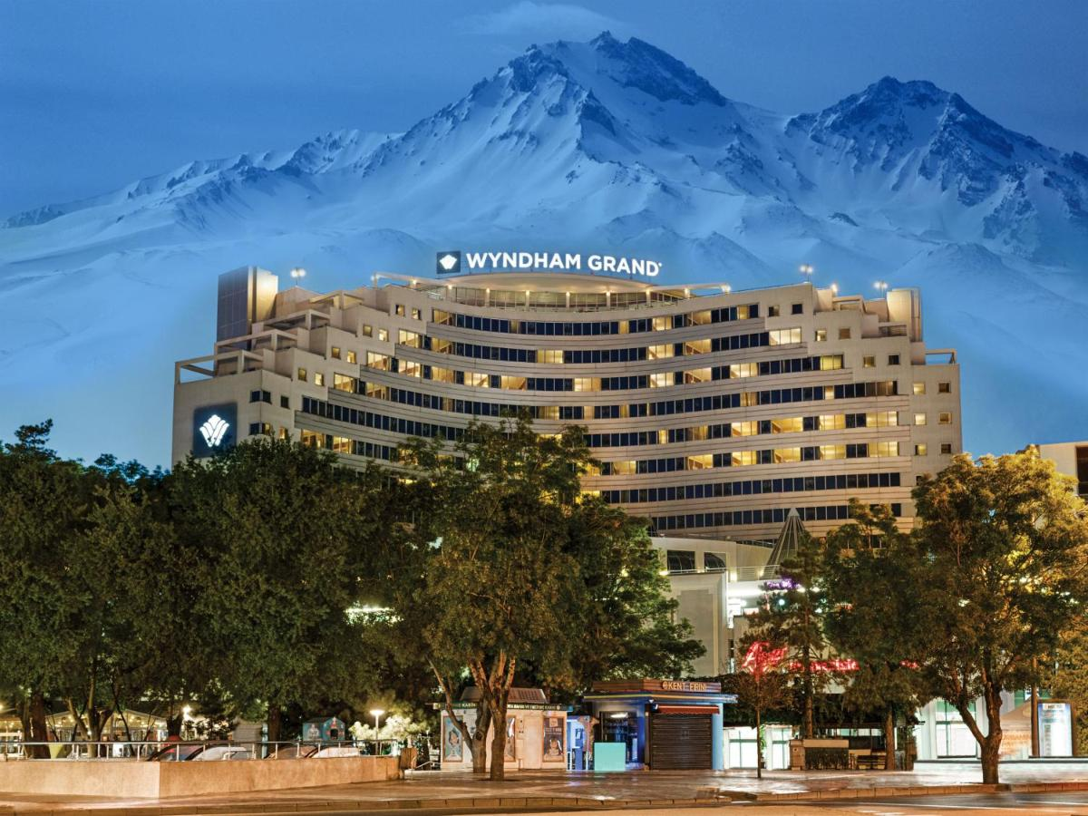 Отель  Отель  Wyndham Grand Kayseri