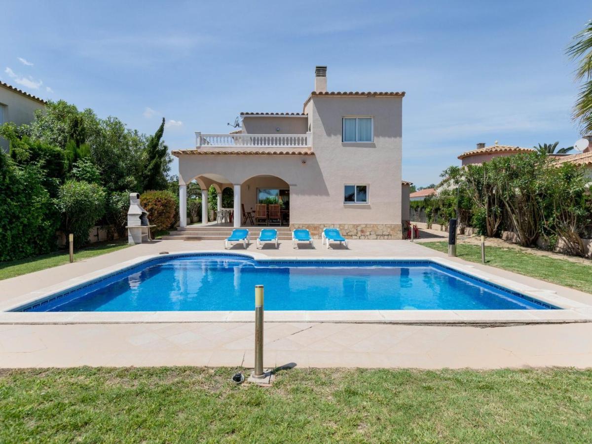 Вилла  Magnificent Villa in Sant Pere Pescador with Private Pool  - отзывы Booking