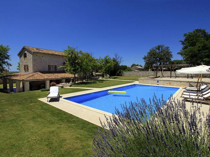 Вилла  Enchanting villa with beautiful stone architecture  - отзывы Booking