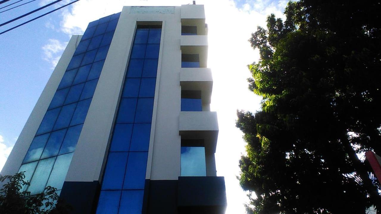 Отель  Отель  Hotel Mayfair Tower