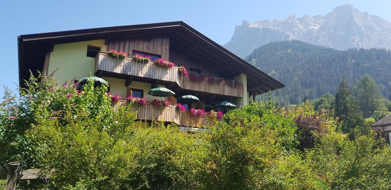 Отель типа «постель и завтрак»  Gästehaus Schoeneweiß  - отзывы Booking