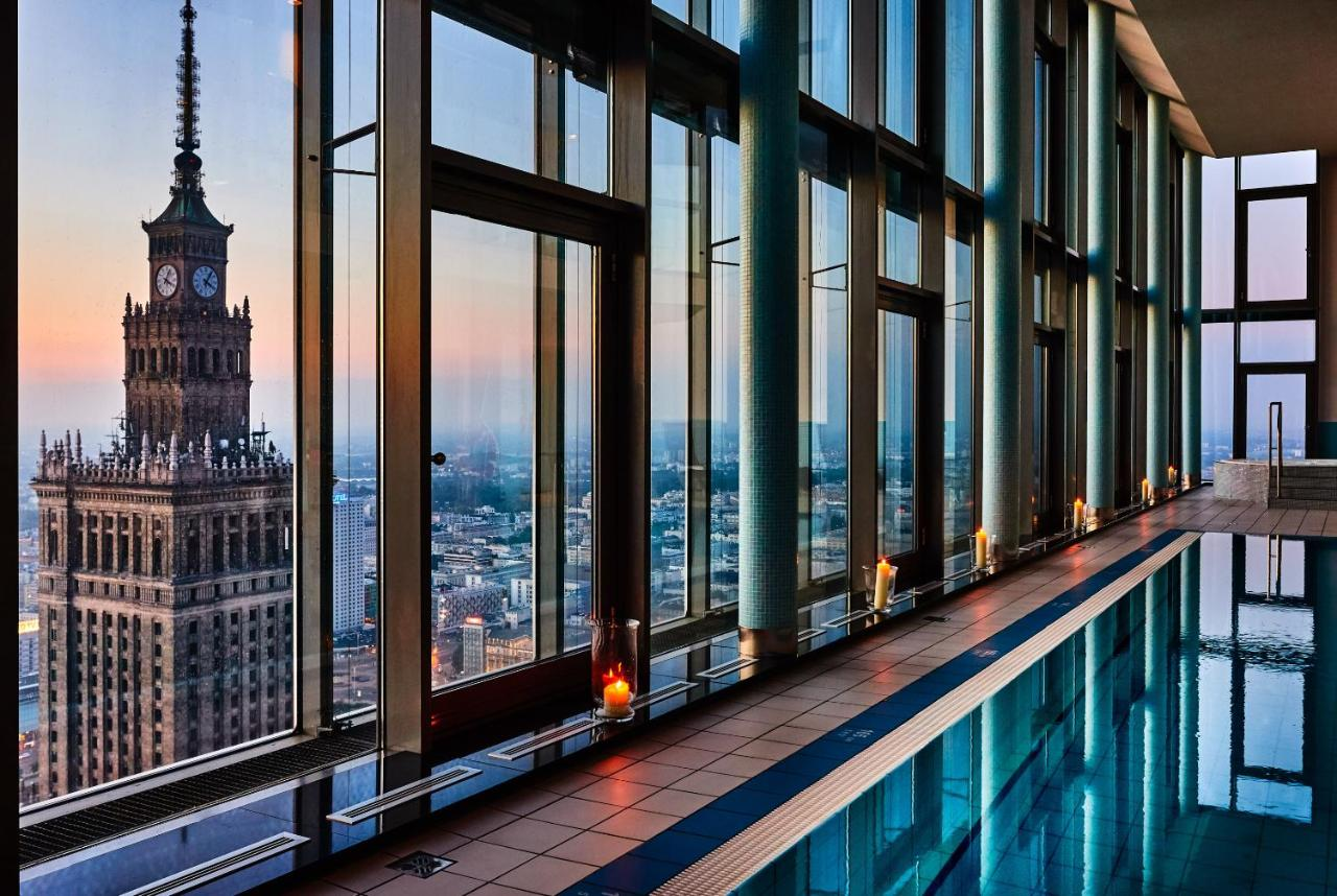 InterContinental Warszawa - 5-star hotel swimming pool with view to the palace of culture