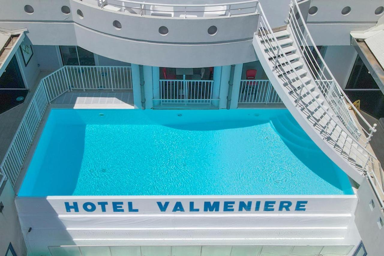 Отель  Отель  Karibea La Valmenière Hotel
