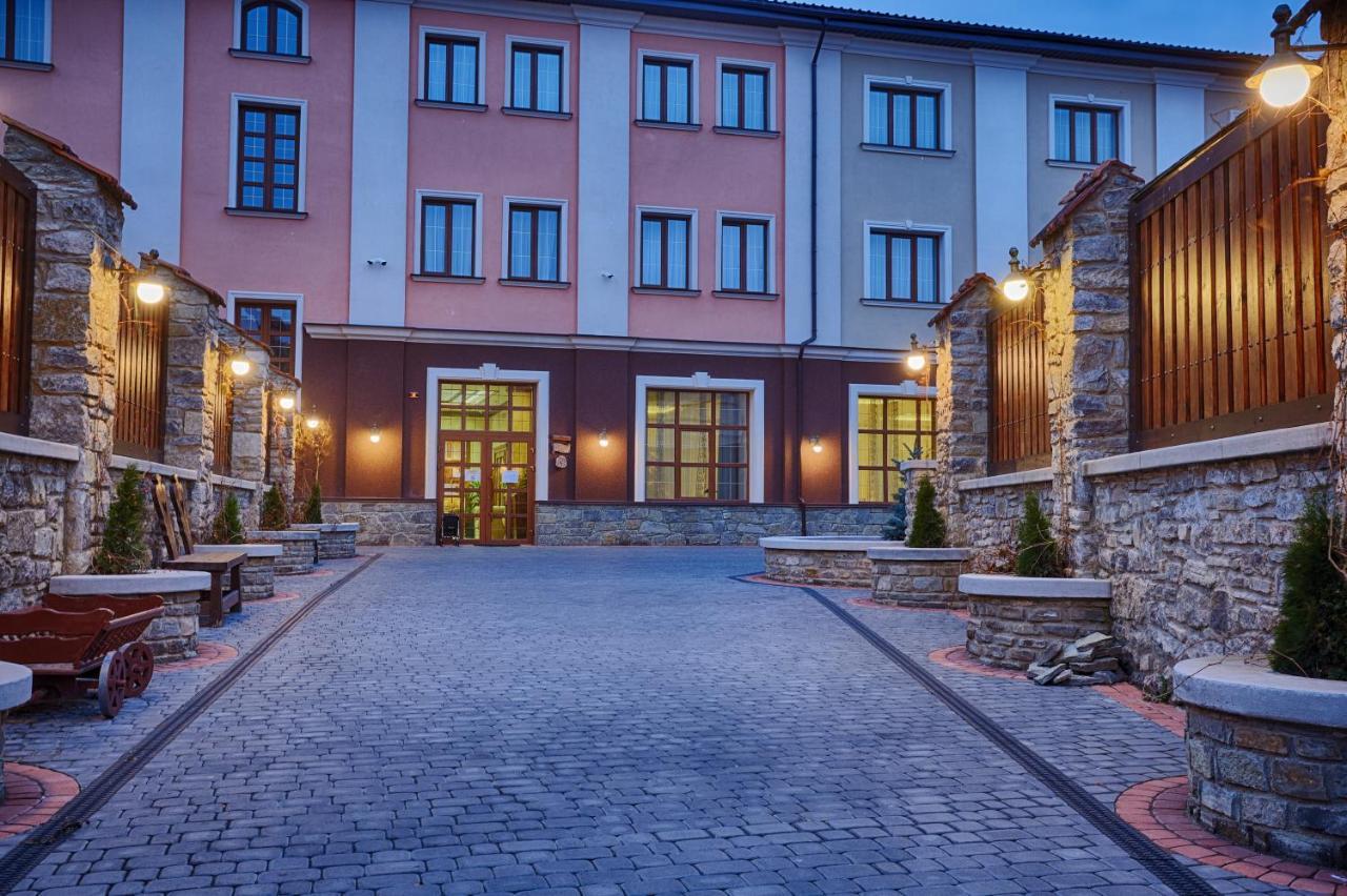 Отель  Тарас Бульба  - отзывы Booking