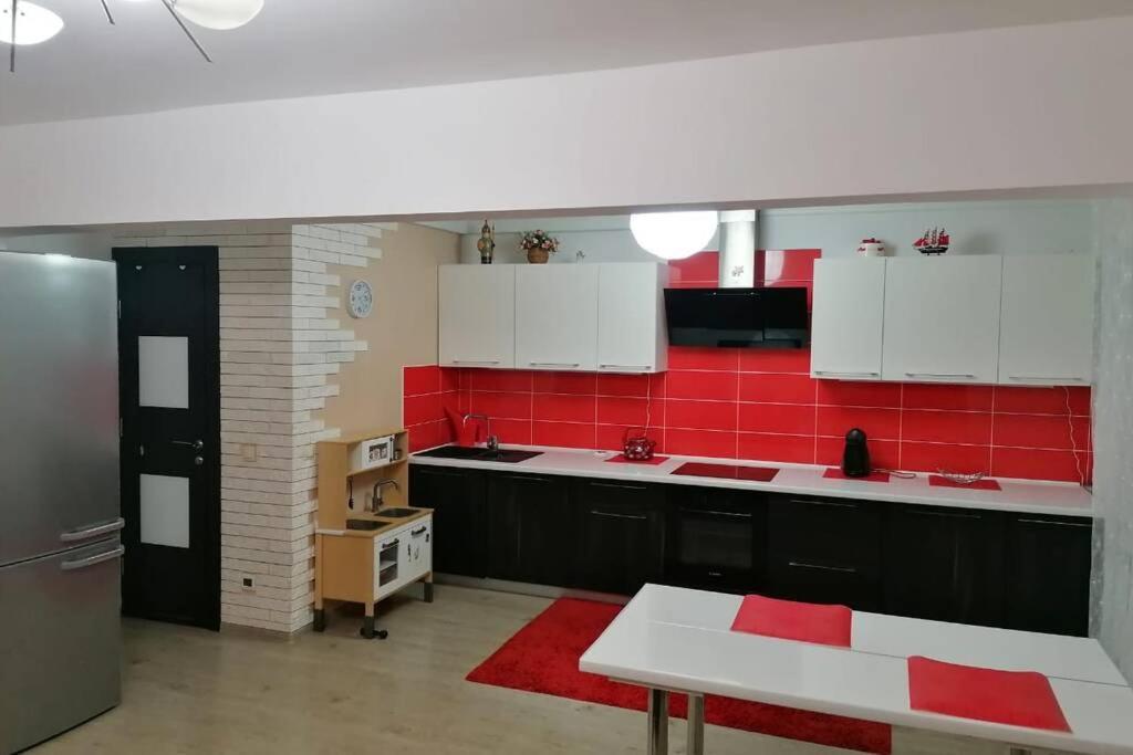 Апартаменты/квартира  Квартира 2 спальни и кухня-студия 30 квадратов  - отзывы Booking