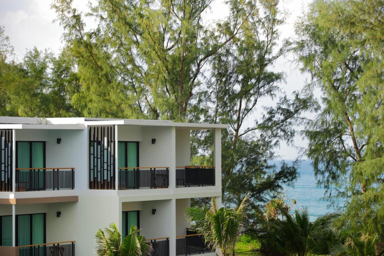 Курортный отель  Holiday Inn Resort Phuket Mai Khao Beach, An IHG Hotel