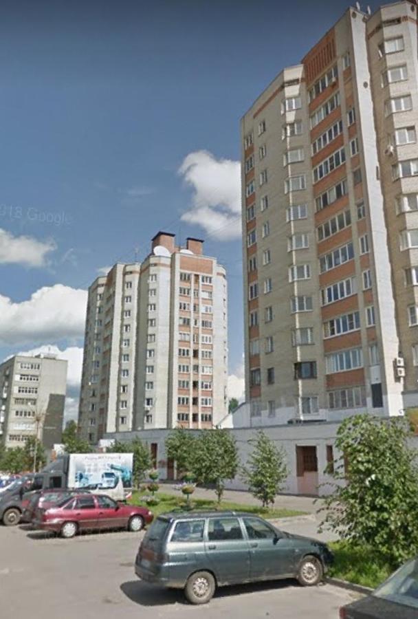 Апартаменты/квартира Рядом с центром. Двухкомнатные апартаменты у парка с прудом и Арены-2000 - отзывы Booking
