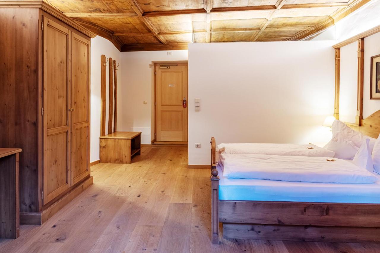 Отель  Hotel Goldenes Roessl