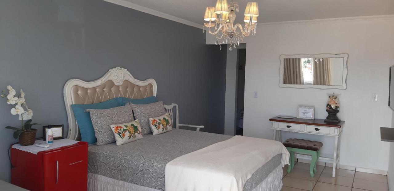 Отель  Отель  Pousada Cris Garden Bed&Breakfast