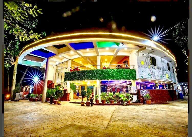 Отель  The Center Court Goa  - отзывы Booking