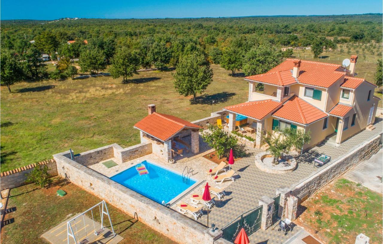 Дом для отпуска  Holiday Home Golubovo III
