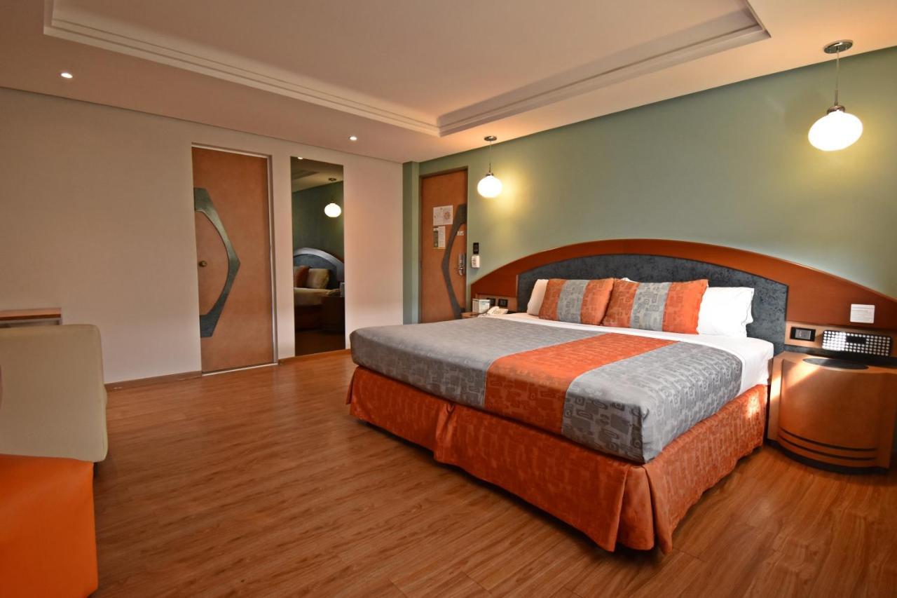 Отель  Hotel Catalina