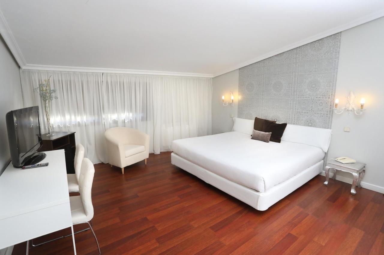 Отель  Hotel Conde Rodrigo 2  - отзывы Booking
