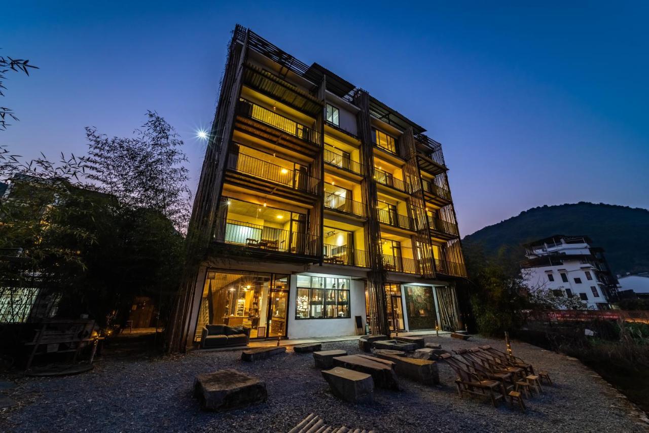 Хостел  Yangshuo Sudder Street Guesthouse  - отзывы Booking