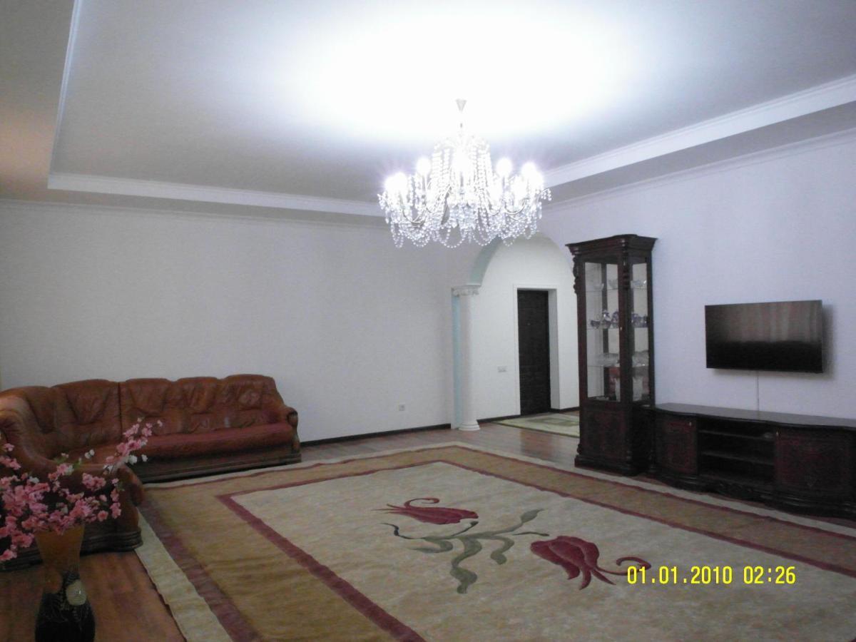 Апартаменты/квартиры 3х комнатные Vip апартаменты с двумя санузлам 140 м2.Две 2х комнатные VIP Aпартаменты по 100м2,три квартиры на одной лестничной площадке .